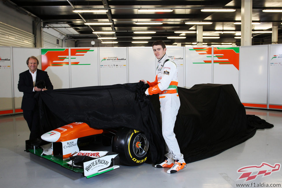 Paul di Resta y Bob Fernley destapan al Force India VJM06