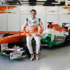 Paul di Resta sentado sobre el Force India VJM06