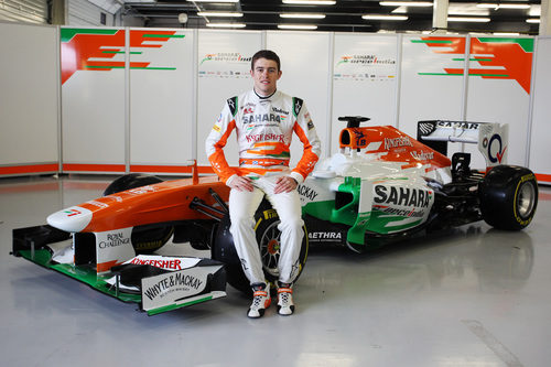 Paul di Resta sentado sobre el Force India VJM06
