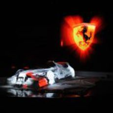 El Ferrari F138 poco antes de ser revelado en Maranello