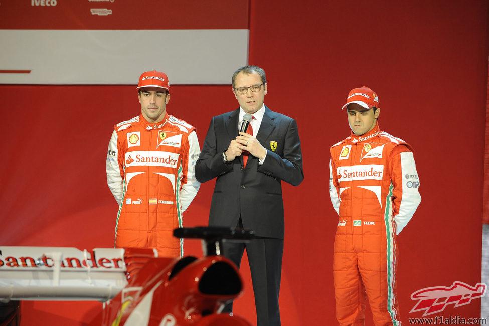Fernando Alonso, Stefano Domenicali y Felipe Massa en la presentación del F138