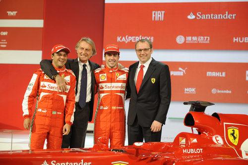 Massa, Montezemolo, Alonso y Domenicali en la presentación del F138