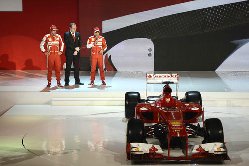 Massa toma la palabra junto a Domenicali, Alonso y el F138