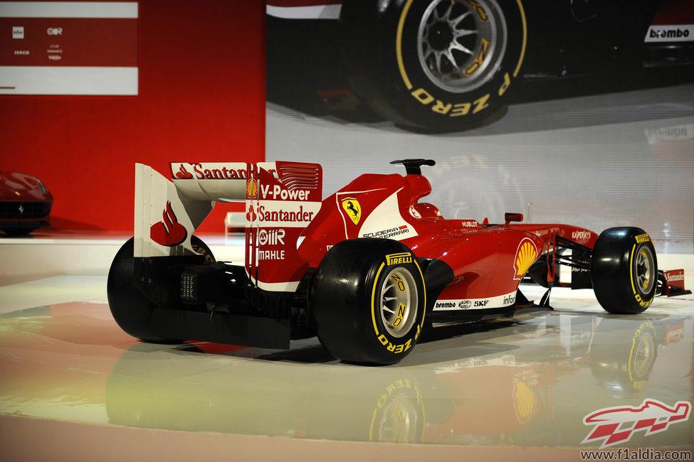 El nuevo Ferrari F138 durante su presentación en Maranello