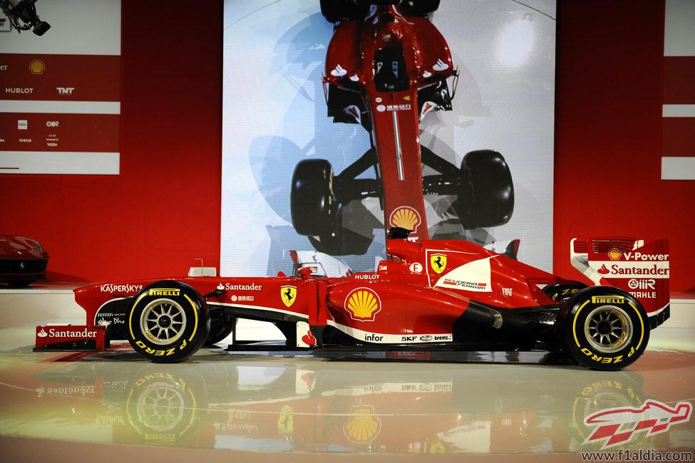 Vista lateral del Ferrari F138 durante su presentación