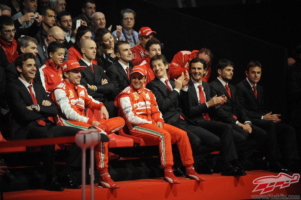 Muchas sonrisas durante la presentación del Ferrari F138