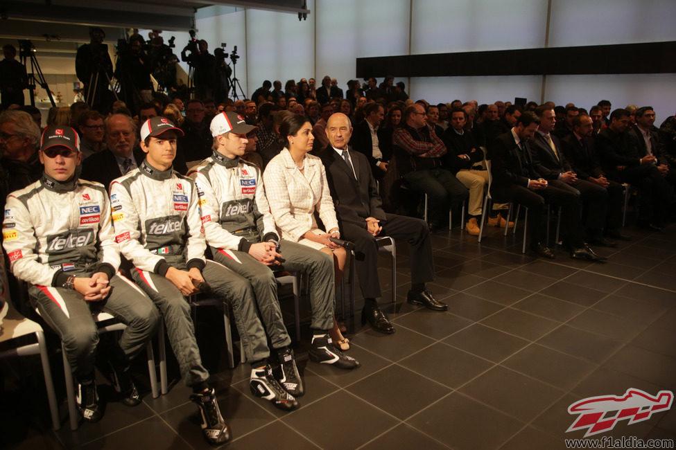 Peter Sauber, Monisha Kaltenborn y sus pilotos en la presentación