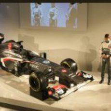 Nico Hülkenberg y Esteban Gutiérrez junto a su nuevo Sauber C32