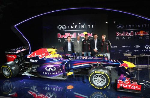 Los hombres fuertes de Red Bull junto a su monoplaza de 2013