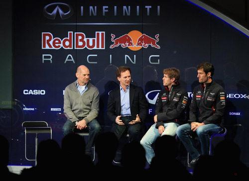 Newey, Horner, Vettel y Webber hablan durante la presentación del RB9