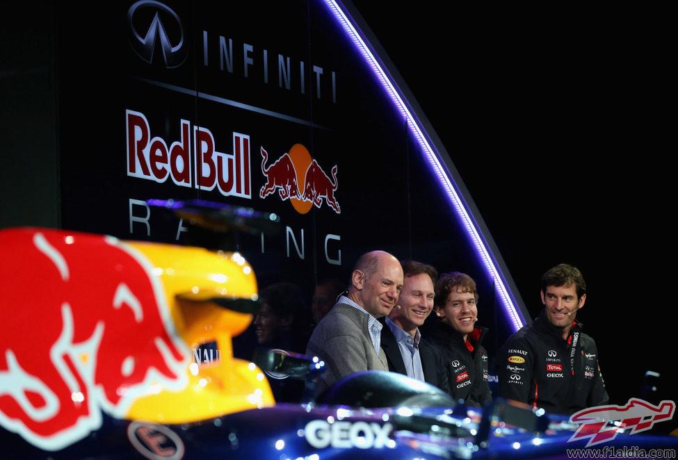 Newey, Horner, Vettel y Webber durante la presentación del RB9