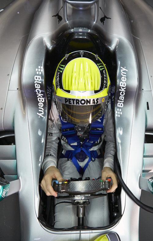Nico Rosberg en el nuevo Mercedes W04 de 2013