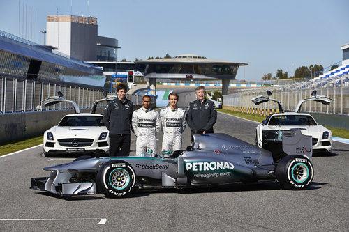 Toto Wolff, Lewis Hamilton, Nico Rosberg, Ross Brawn y el W04