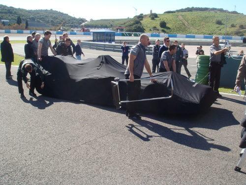 Los mecánicos de Mercedes, a punto de desvelar el W04