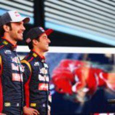 Vergne y Ricciardo, sonrientes ante las cámaras