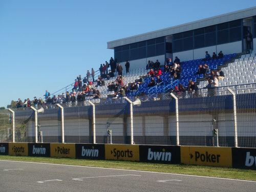 Gradas de la recta principal del circuito de Jerez