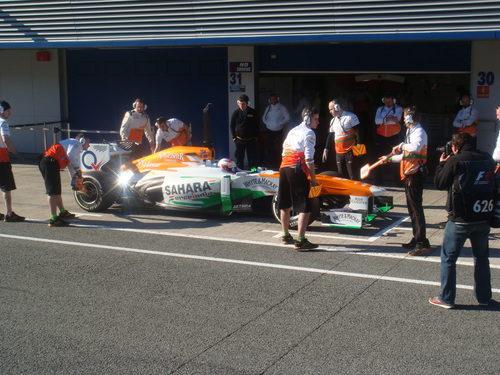 Paul di Resta llega al garaje de Force India