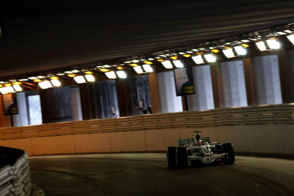 Barrichello en el túnel