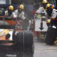 Nelsinho Piquet para en boxes