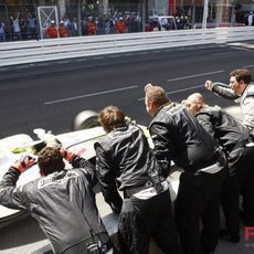 El equipo Brawn en el muro