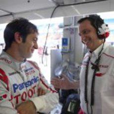 Trulli bromea con un miembro de Toyota