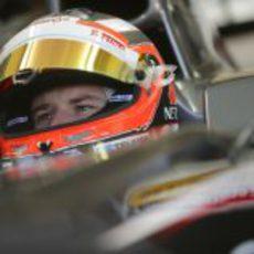 Nico Hülkenberg en su box de Jerez