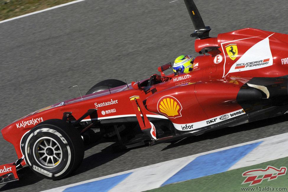 Buena primera jornada del nuevo Ferrari