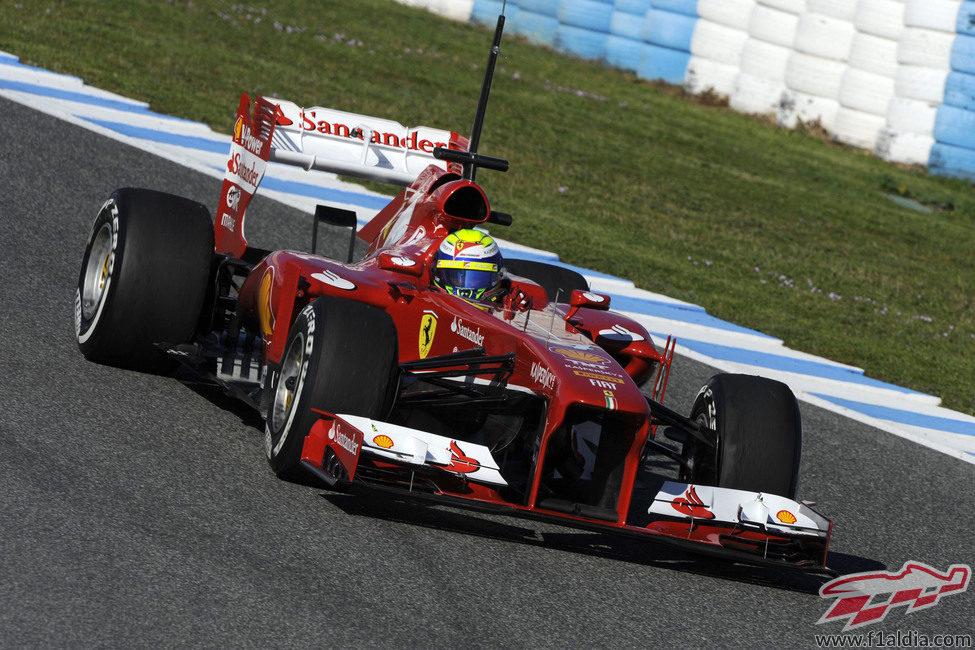 El Ferrari F138 rueda en el circuito de Jerez