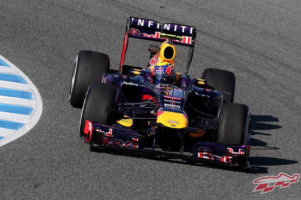 Mark Webber exprime el RB9 en Jerez