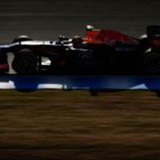 El RB9 avanza con Mark Webber en el 'cockpit'