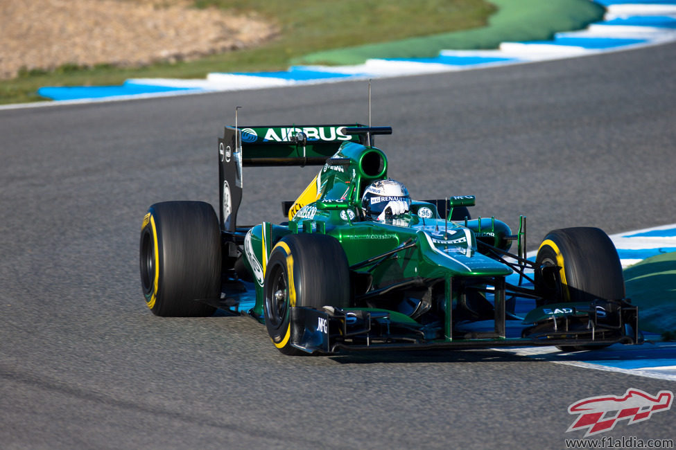 Giedo van der Garde toma una curva en Jerez