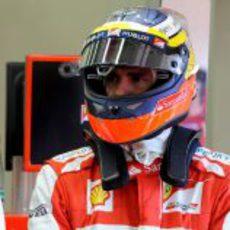 El casco de Pedro de la Rosa en Ferrari