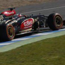 Kimi Räikkönen exprime en la pista de Jerez a su nuevo E21