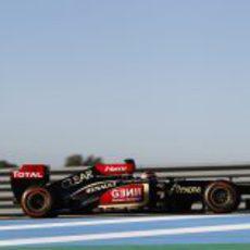 Kimi Räikkönen rueda con su E21 en los primeros test de pretemproada