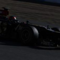 Kimi Räikkönen ve como cae el sol montado en su E21