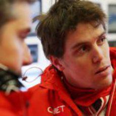 Luiz Razia en el box de Marussia