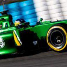 Charles Pic rueda con el Caterham CT03 en Jerez
