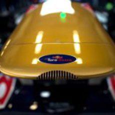 El logo de Toro Rosso, al frente del STR8