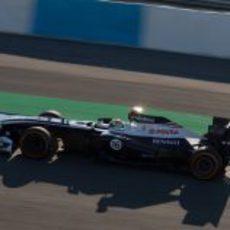 Últimas vueltas de Pastor Maldonado con el FW34