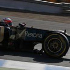 Romain Grosjean pasa por una curva en Jerez