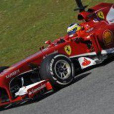 Pedro de la Rosa al volante del Ferrari F138