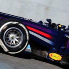 Sebastian Vettel se pone el mono de trabajo