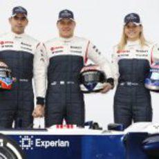 Los tres pilotos de Williams posan en el Circuit
