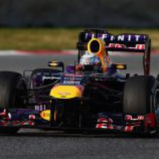 Sebastian Vettel en Montmeló con el RB9