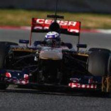 Daniel Ricciardo pasando una chicane en Montmeló