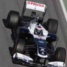 Valtteri Bottas rodando en el pitlane de Montmeló