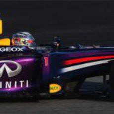 El RB9 en manos de Sebastian Vettel