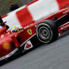 Felipe Massa prueba con neumáticos de seco