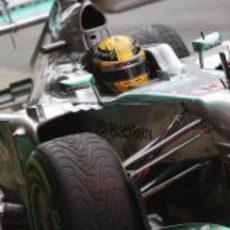Lewis Hamilton con ruedas de mojado