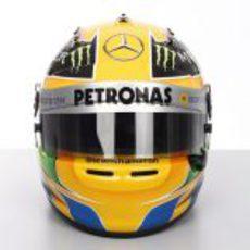 Plano frontal del casco de Lewis Hamilton